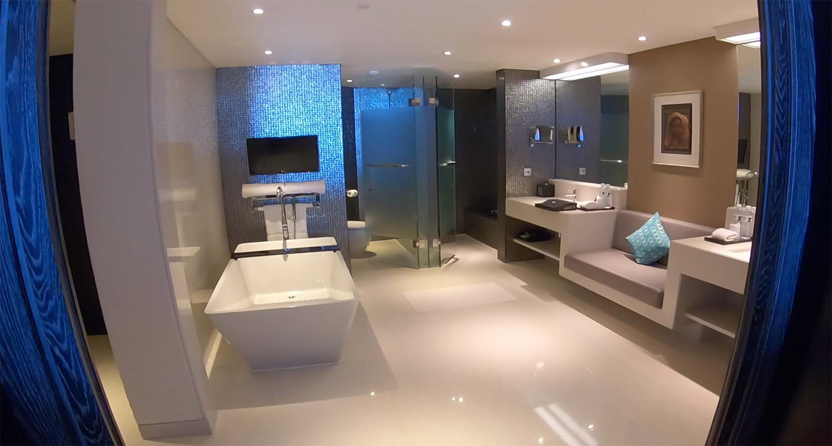 DOUBLE SIX LUXURY HOTEL SEMINYAK bathroom