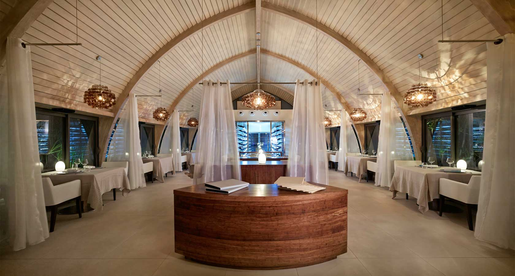 THE BRANDO TAHITI Les Mutines restaurant